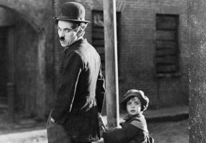 Imagen de la película El chico, de Charles Chaplin que ha cumplido 100 años desde su estreno y supuso su primer largometraje.