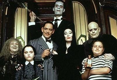 La familia Addams, película de comedia de terror de 1991 basada en la serie de 1964.