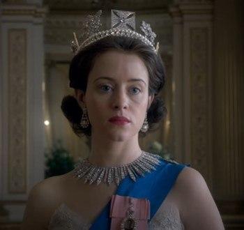 Resumen y crítica de la primera temporada de The Crown. Escena de la serie con Claire Foy como la reina Isabel II.