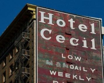 """Imagen del Hotel Cecil, lugar clave del true crime de Netflix """"Escena del crimen: Desaparición en el Hotel Cecil"""", sobre la desaparición de Elisa Lam."""